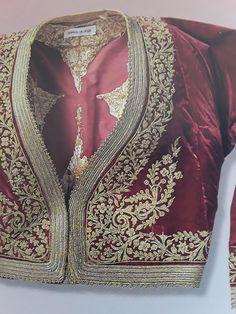 Kurta Designs, Blouse Designs, Velvet Pakistani Dress, Big Girl Fashion, Womens Fashion, Greek Traditional Dress, Rare Clothing, Embroidery Suits Punjabi, Dress Design Sketches