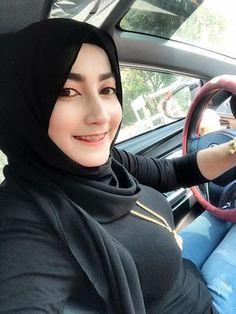 Beautiful Arab Women, Beautiful Hijab, Hijabi Girl, Girl Hijab, Modern Hijab Fashion, Muslim Fashion, Hijab Barbie, Arabian Beauty Women, Indonesian Women