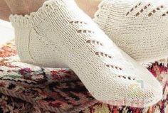 26 Ideas Knitting Design Slipper Socks For 2019 Chunky Knitting Patterns, Knitting Designs, Knitting Socks, Knitting Projects, Baby Knitting, Knitted Slippers, Slipper Socks, Baby Girl Hats, Knitted Baby Blankets
