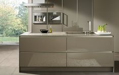 SieMatic, one of the world's leading high-end kitchen furnishings manufacturers, received five awards for its SieMatic kitchen design in the Taupe Kitchen, Grey Gloss Kitchen, Home Goods Decor, Gray Kitchen Backsplash, Grey Kitchen, Modern Kitchen, Kitchen Furnishings, Kitchen Inspiration Modern, Kitchen Design