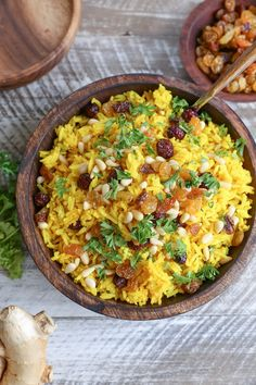 Ginger turmeric basmati aromatic rice – a unique and delicious Middle Eastern side dish perfect for pairing with your favorite entrees. Note: the photos in this post were updated 9/7/2017. Th…