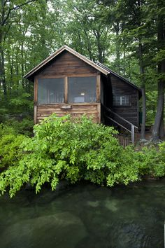 This looks like a perfect cabin for reading and writing!  Would love to go there.