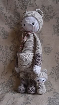 KIRA made by sylvieleas --- link to purchase Ravelry pattern Diy Crochet Toys, Crochet Snowman, Crochet Dolls Free Patterns, Crochet Doll Pattern, Amigurumi Patterns, Amigurumi Doll, Crochet Animals, Crochet Crafts, Doll Patterns