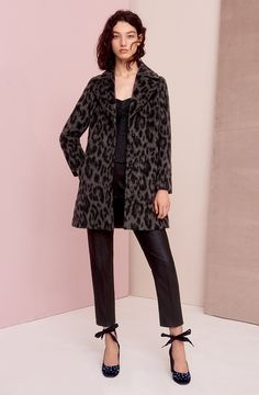 Take a walk on the wild side in our KATE animalier coat. Style it with an ultra-glamorous look - PERNICE bustier top, PATTINI trousers and ALIAS pumps.