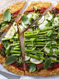 Ab sofort auf dem Speiseplan: Low Carb Pizza mit einem Boden aus Blumenkohl und Parmesan. Für jeden Tag oder den besonderen Moment - immer