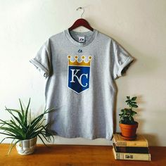 349a3055 Vintage Kansas City Royals T Shirt, Major League Baseball, Size Large,  Majestic 1990s, Grey Gray Blue Gold, Crown Graphic