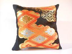私の Etsy ショップからのお気に入り https://www.etsy.com/jp/listing/286572909/japanese-silk-kimono-obi-pillow-474