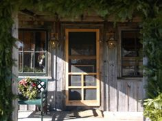 The front door of Green Tree Coffee and Tea in Lincolnville, Maine