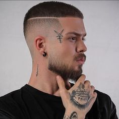 20 Classic Undercut Hairstyles For Men Young Men Haircuts, Young Mens Hairstyles, Best Short Haircuts, Undercut Hairstyles, Cool Haircuts, Barber Hairstyles, Skin Fade Hairstyle, Fade Haircut, Hairstyle Short
