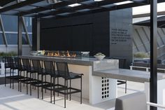 Air New Zealand LAX lounge guests can enjoy a drink in the lounge's outdoor area.