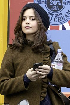 Saving her pennies! Jenna Coleman proved even celebrities are partial to a bargain or two as the actress was spotted making the most of the Black Friday sales on Friday Jenna Coleman Style, Jenna Coleman Haircut, Doctor Who Companions, David Tennant Doctor Who, Clara Oswald, Rory Williams, Donna Noble, Womens Fashion Online, 50 Fashion