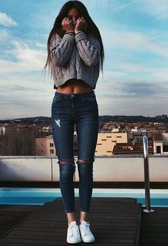 Just a pretty style | Latest fashion trends: Casual look | Oversize crop sweater with jeans and sneakers