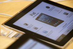 How to Go Back on an iPad Touch Screen