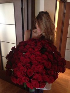 Shared by Find images and videos about love, flowers and red on We Heart It - the app to get lost in what you love. Girls With Flowers, My Flower, Flower Power, Beautiful Flowers, Flower Girls, 100 Roses, Black And Red Roses, Luxury Flowers, Love Rose
