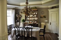 Home Sweet Home on a Budget:  Dining Room Makeovers