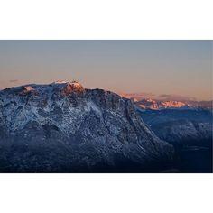 Sunrise tops . . . #alps #moodygrams#roamtheplanet#ig_italia #mountainstones#earthfocus #megapixelcz#discoverearth#wildlifeplanet#ourplanetdaily #dnescestujem #lensbible#awesomeearth#naturegeography #awesome_earthpix#thegreatoutdoors#destinationearth #nakedplanet#BBCearth#earthcapture#lonelyplanet #igerscz #fujifilmcz #_fujilove_ #montebondone #peakdesignnacestach #fujistask  @fujifilmcz @fujistask @peakdesignczsk #kvalitnifotky