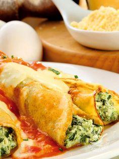Servite le delicatissime Crepes con ricotta e spinaci con della besciamella o del sugo di pomodoro per renderle più saporite e dare un tocco di colore!