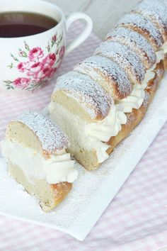 Semmelbaguette – Lindas Bakskola Baking Recipes, Dessert Recipes, Desserts, Something Sweet, Cookie Bars, Vanilla Cake, Food Inspiration, Sweet Recipes, Sweet Tooth