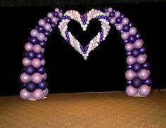 graceful heart - balloon sculpture within arch - photo backdrop - fantasyeyelandballoons.com