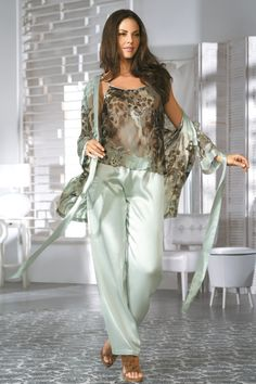 Домашний женский халат (97 фото): красивые домашние халаты для женщин, с кружевом, тёплые