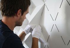 Sistema modular para el revestimiento y decoración de paramentos interiores. Se puede imprimir sobre cartón u otro material resistente y reciclable. Relieves.