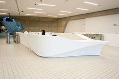La tecno superficie DuPont™ Corian® se suma a la elegancia del Aquatics Centre de Londres, de Zaha Ha...