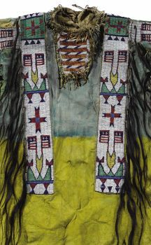 Native American:War Shirts/Garments, Sioux Warrior's Shirt depicting American flags. Circa 1890. Length38 1/2 in.. This shirt is tailored in...