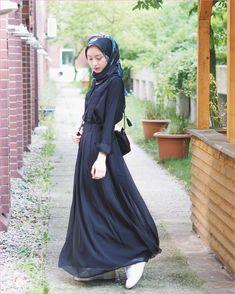 Style hijab casual hitam putih Ideas for 2019 Hijab Casual, Outfits Casual, Hijab Chic, Skirt Outfits, Casual Dresses, Hijab Fashion Casual, Skirt Fashion, Modest Fashion, Fashion Dresses