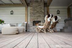 Sfeervol, modern en landelijk! Haard voorzien van de steenstrips van CottageStone.