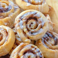 These Easy Cinna-Mini taste just like homemade! The crescent roll dough is topped with cinnamon brown sugar then drizzled with icing! Breakfast Items, Breakfast Recipes, Dessert Recipes, Desserts, Poke Bol, Cini Minis, Dairy Free Deserts, Mini Cinnamon Rolls, Crescent Roll Recipes