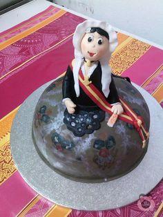 Tarta fondant tallada y modelada muñeca Belleza Novia Alicantina, regalo para Neus Guardiola Moreno, en el día de su pedida como Fallera Mayor 2013 de la Falla Trinquete de Elda