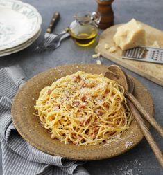 Pasta Carbonara, Parmesan, Spaghetti, Ethnic Recipes, Food, Essen, Meals, Yemek, Noodle