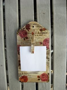 decoupage ----- cutting board------------- deska do krojenia ------- Craft Gifts, Diy Gifts, Handmade Gifts, Clipboard Crafts, Crafts To Make, Arts And Crafts, Christmas Wood Crafts, Ribbon Art, Romantic Roses