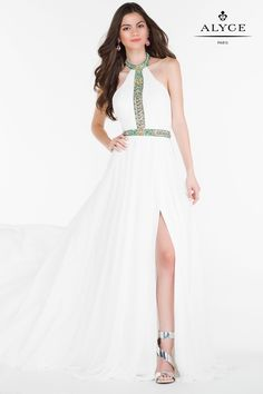 59d49770318cf Elegant chiffon gown with a slit in the front