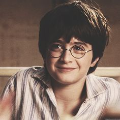 Daniel is and was soooo adorable😍😍 on We Heart It - Image de harry potter, hp, and daniel radcliffe - Harry James Potter, Daniel Radcliffe Harry Potter, Young Harry Potter, Mundo Harry Potter, Harry Potter Icons, Harry Potter Pictures, Harry Potter Cast, Harry Potter Universal, Harry Potter Characters