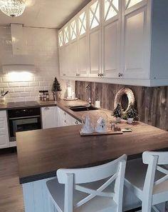 Geggjað að hafa parket á milli - Wandgestaltung ideen - Kitchen Home Decor Kitchen, Kitchen Interior, New Kitchen, Home Kitchens, Kitchen Dining, Kitchen Small, Farmhouse Kitchen Cabinets, Kitchen Cabinet Design, Kitchen Backsplash