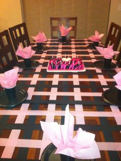 Use Streamers to decorate your table.
