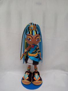 Boneca Fofucha Monster High feita em E.V.A. ideal para presentes, lembranças e decoração. *** Acompanha embalagem. R$ 42,00