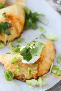 Chicken Enchilada Empanadas - All you favorite enchilada flavors stuffed into puff pastry and made portable! Quesadillas, Easy Puff Pastry Recipe, Puff Pastry Recipes Savory, Tandoori Masala, Mexican Food Recipes, Ethnic Recipes, African Recipes, Mexican Cooking, Mexican Dishes