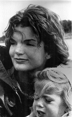 1960- jackie and caroline in hyannis port(via SIMPLY JACKIE- Jackie Kennedy