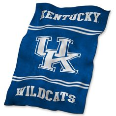 Go Cats! Stay warm and support the team at the same time, with this ultra-soft, oversize University of Kentucky throw blanket made from machine-washable polyester and, of course, including the two school colors of royal blue and white.