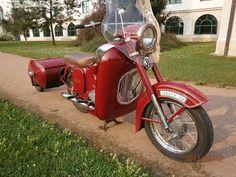 JAWA 350 +PAV.Prodám jen vážnému zájemci.R.v.1965. Jawa 350, Motor Scooters, Bike Art, Classic Bikes, Vintage Bikes, Custom Bikes, Biking, Cars And Motorcycles, Motorbikes
