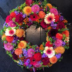 Georginer/dahlia by Christinas Blomster - min side Funeral Flowers, Amazing Flowers, Door Wreaths, Dahlia, Beautiful Gardens, Door Swag, Flower Arrangements, Floral Wreath, Crafts