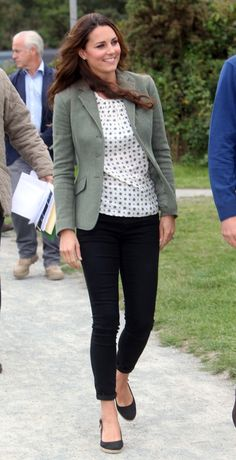 Catherine, Duchess of Cambridge opted for another crisp and classic ensemble by choosing a white printed top from Zara, a Ralph Lauren blazer, sleek Paige Denim skinnies, and a pair of sling-back wedges by Pied a Terre.