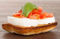 Mozzarella and tomatoe sandwich/Mozzarella-tomaattivoileipä