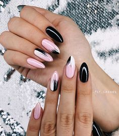 Best 2020 Nails Art Design The best new nail polish colors and trends plus gel manicures, ombre nails, and nail art ideas to try. Get tips on how to give yourself a manicure. Stylish Nails, Trendy Nails, Cute Nails, My Nails, Perfect Nails, Gorgeous Nails, Nagellack Design, Pretty Nail Art, Dream Nails