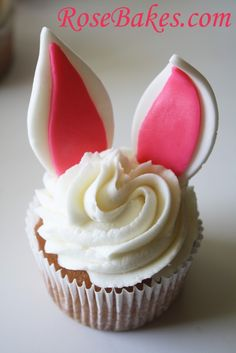 Easter Bunny Cupcakes ....mmm just saying March 24 2014 ....best year cause ill be turning my favorite.number! !!! Is like turning 21 all over again :o :]