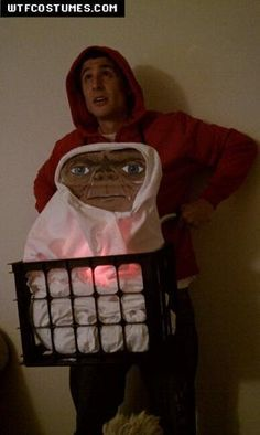 ET costume. I like the addition of the bike handles. Found my Halloween costume for next year! Clever Halloween Costumes, Last Minute Halloween Costumes, Creative Halloween Costumes, Cute Costumes, Halloween Crafts, Halloween Party, Halloween Decorations, Costume Ideas, Halloween Ideas