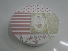 Caixa redonda, decorada e pintada.  As cores podem variar de acordo com suas necessidades. R$ 50,00