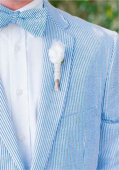 seersucker groomsmen and cotton boutonniere @weddingchicks